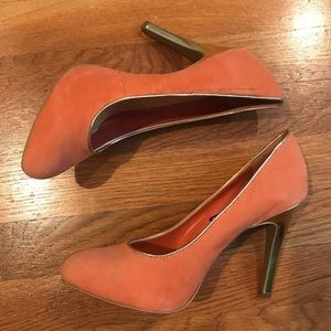 Beautiful peach and gold heels by Jessica Simpson